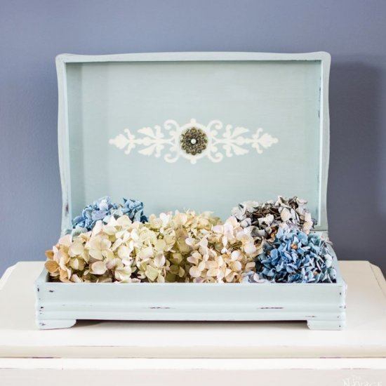 A DIY Jewelry Box with An Artistic Decoration